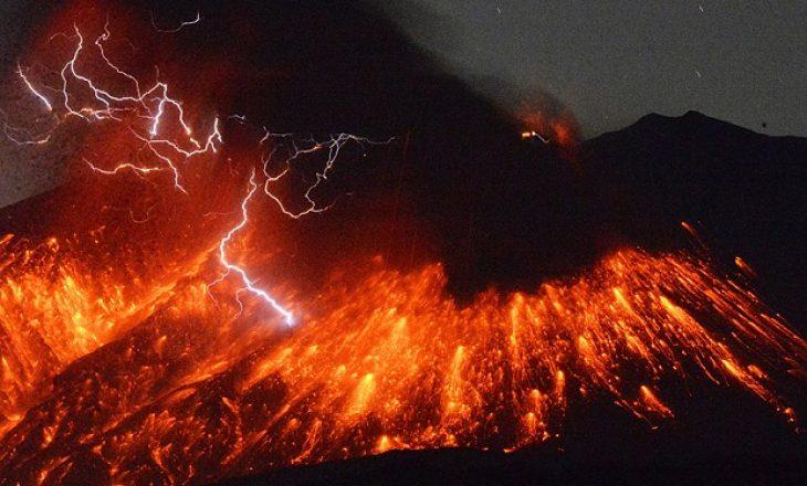 Rrufe vullkanike në Japoni