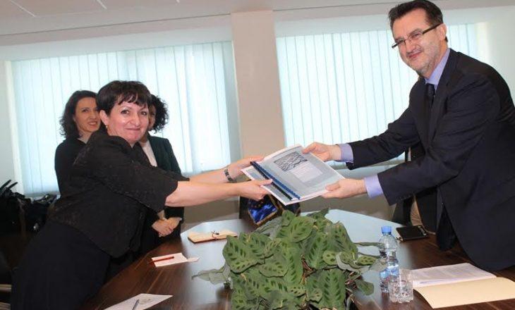 Ministri Agani pranoi fjalorin me shprehje për politika zhvillimore