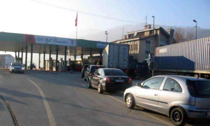 VV: Policia ndalon protestuesit nga Shqipëria