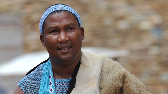 Konvertimi i Mandelës në Islam nxit kundërshtime në Afrikën Jugore