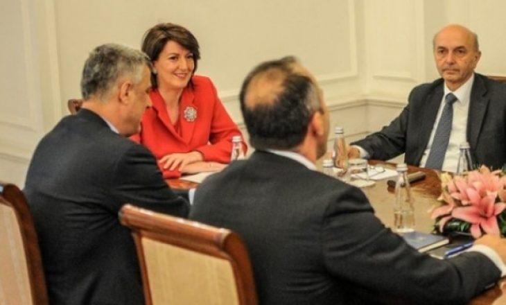 Ka filluar takimi mes liderëve politikë