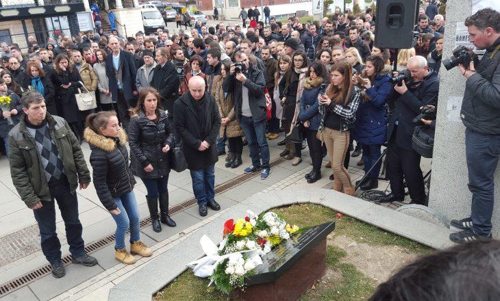 Përkujtohen Mon Balaj dhe Arben Xhaladini, kërkohet gjetja e vrasësve