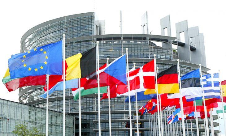 Dialogu me Kosovën, kusht i Serbisë për anëtarësim në BE