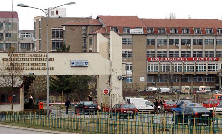Mjekët turq kryejnë operacione në QKUK