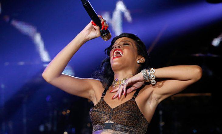 """Rihanna-s i """"shtjerret"""" zëri – nuk këndon në Grammy Awards"""