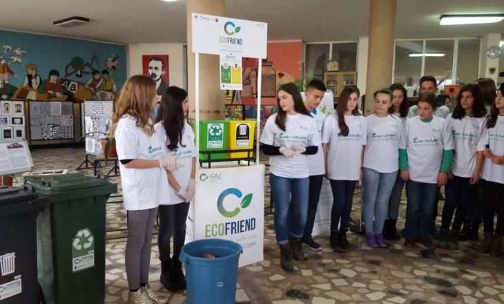 Shkollat pajisen me shporta që ndihmojnë riciklimin e mbeturinave