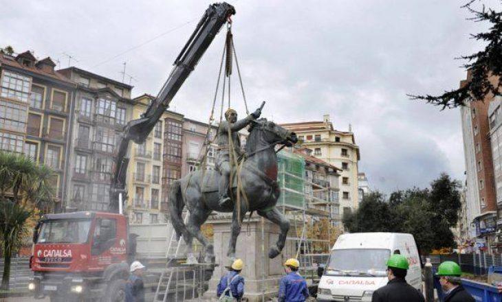 Spanja zhdukë gjurmët e komunizmit