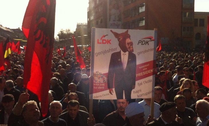 Opozita portretizon Thaçin me gomarin