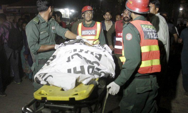 Shkon në 16 numri i personave që humbin jetën nga rrëshqitja e dheut në Pakistan