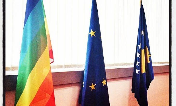 Qeveria do të punësojë një zyrtar nga komuniteti LGBT