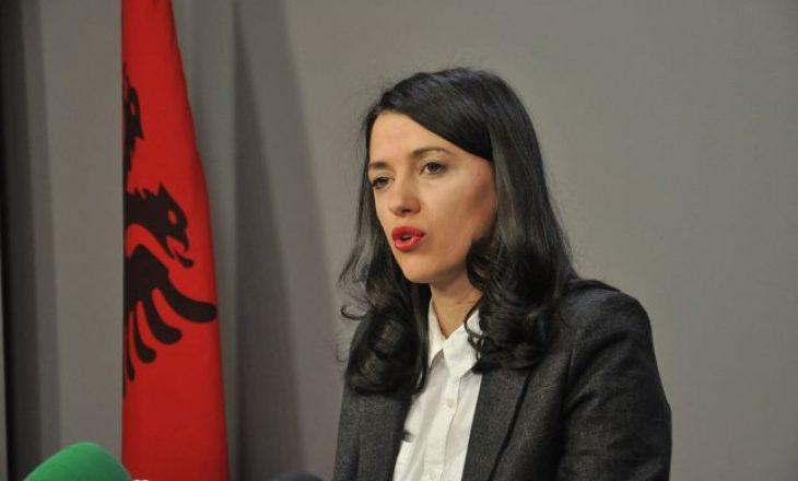 Albulena Haxhiu: Kjo qeveri e do gjendjen e jashtëzakonshme