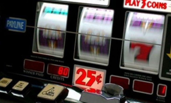 Policia sekuestron 60 aparate të lojërave të fatit