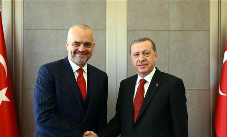 Zyrtare: Gjuha turke lëndë me zgjedhje në shkollat e Shqipërisë
