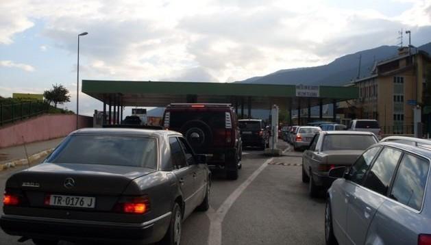 Mbi 15 mijë pushues kosovarë hynë në mëngjesin e sotëm në Shqipëri