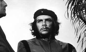 Shitet kamera me të cilën u bë fotografia e famshme e Che Guevara-s