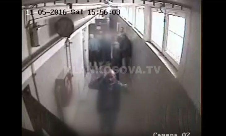 Reagimet tronditëse të të burgosurve, kur shohin brenda qelisë së Deharit