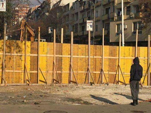 Bahtiri kërkon rrëzimin e murit, Rakiq ri-dizajnimin e tij