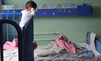 Policia greke arreston shqiptarin që la në rrugë tre fëmijët e tij