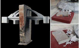 Komuna fajëson një fëmijë për shkatërrimin e skulpturës
