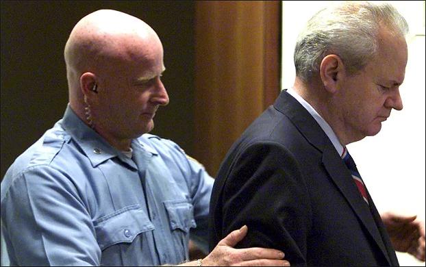 15 vite më parë – Dita kur Millosheviq u nis për në Hagë