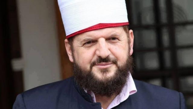 Krasniqi: Vjosa Osmani është dashur të betohet në Kuran