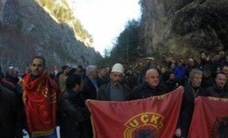 Veteranët marshojnë kundër matjes së territorit – kryeakademiku nuk e do vendin e tij