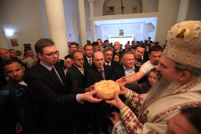 Vuçiq zbut fjalët për Kosovën, lut serbët të mos i ndërrojnë mbiemrat