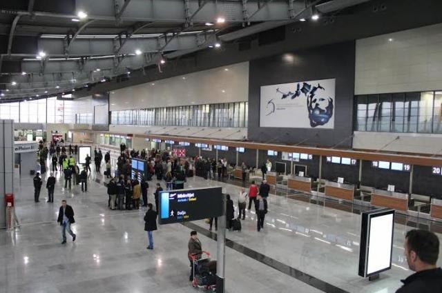 Bie siguria e Aeroportit – futen eksploziv e armë në aeroplan