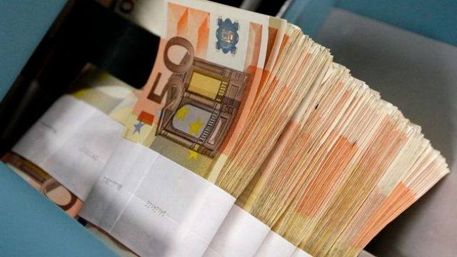 Bankave u kërkohet t'i ulin kamatat e t'i ndihmojnë bizneset