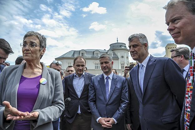"""Thaçi flet për një """"marrëveshje të fshehur"""" me aleatët për formimin e ushtrisë"""