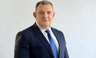Deputeti i akuzuar për korrupsion kritikon qytetarët për mungesë patriotizmi