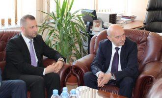 Ministri që Isa Mustafa nuk po guxon ta shkarkojë