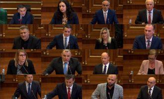 Rënia e Qeverisë në 42 fjalime: Akuzat si mëlmesa të jashtëzakonshme politike