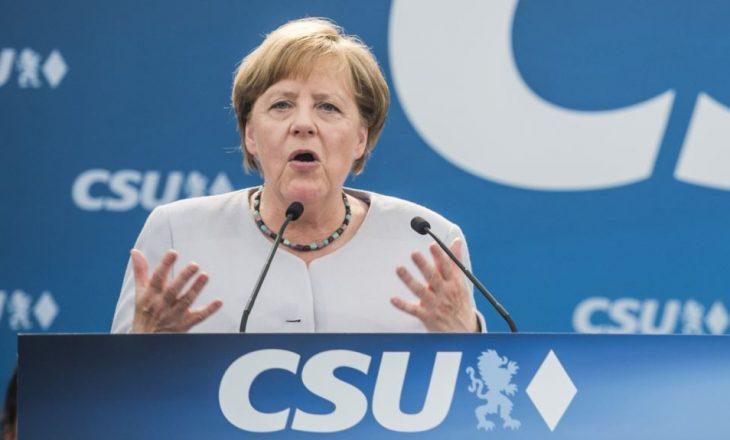 Një mijë akuza për tradhti kundër Angela Merkelit