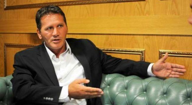 Deputeti Naser Osmani shkon në mbledhje të Kuvendit, ndërpritet seanca gjyqësore ndaj tij