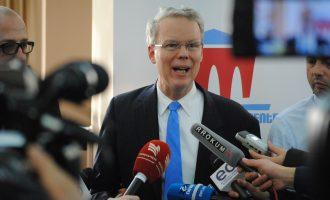Edhe ambasadori amerikan i zhgënjyer me deputetët e rinj