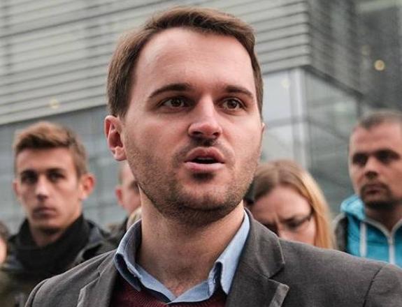Deputeti i VV-së – Andin Hotit: E ke idhull kriminelin më të madh në Kosovë