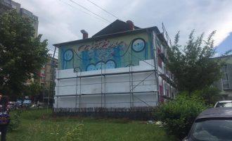 Mbulohet grafiti në Prishtinë, i punuar nga artisti i njohur