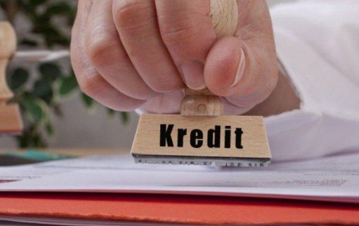 Zyrtari i bankës merr kredi në emër të klientëve – Dënohet me 8 muaj burgim