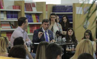 Ministri i Arsimit i thur lavde një kolegji privat në prag të regjistrimit të studentëve