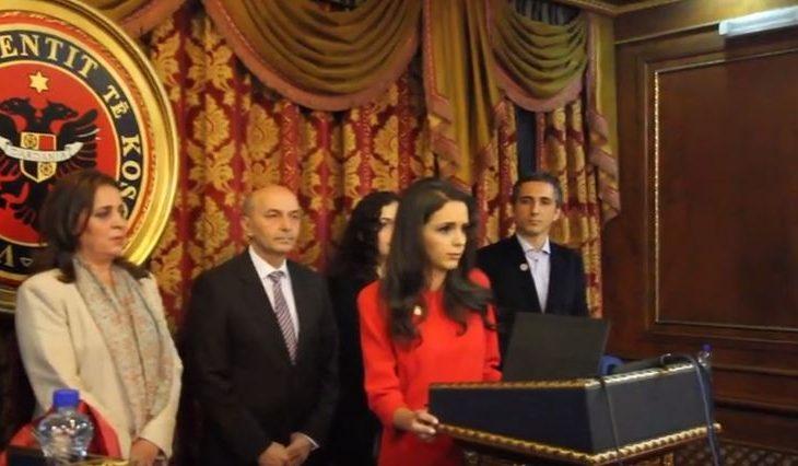 Me një pyetje dhe pa asnjë premtim – Teuta Rugova siguron edhe në mandat në Kuvend