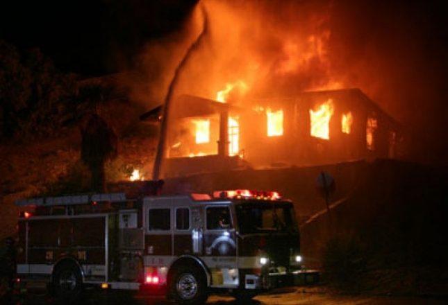 Si pasojë e depresionit psikik, burri i vë zjarrin shtëpisë