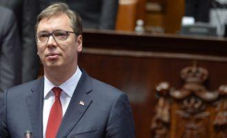 Diplomati amerikan: Vuçiq prezanton mendime moderne në Serbi