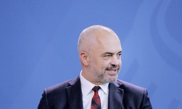 Rama urdhëron ministrat të bëjnë pushimet në Shqipëri
