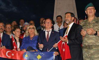 Lutje dhe një festival domatesh – Mamusha i qerasë me darkë marshuesit pro Erdoganit në Kosovë