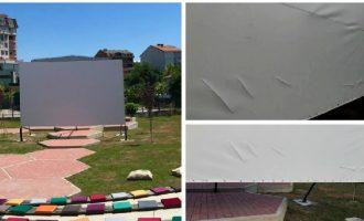 Dy ditë pas hapjes, shkatërrohet kinemaja verore në Gjakovë
