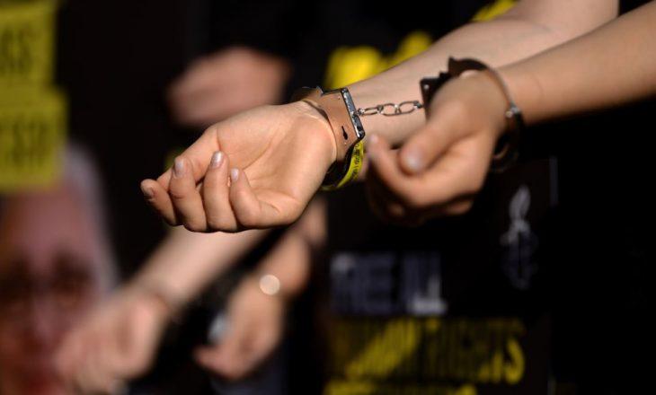 Turqia lëshon urdhër për ndalimin e nëntë gazetarëve