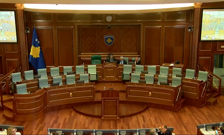Adem Mikullovci zë vendin e kryesuesit, pritet fillimi i seancës