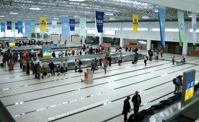 Kosovarët bllokohen në aeroportin e Antalias
