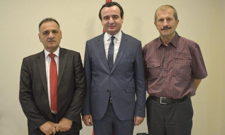 Kandidati i VV-së për kryetar komune tregon si ia kishte blerë Kadri Veseli një telefon satelitor